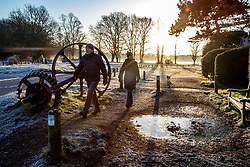 © Licensed to London News Pictures. 19/01/2020. London, UK. Dog walkers enjoy a frosty start to the day in Wimbledon Common as forecasters predict below zero mornings for the week ahead. Photo credit: Alex Lentati/LNP