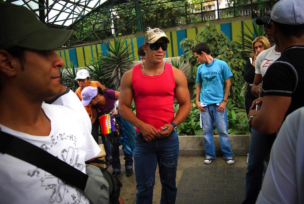 Trasvestis, transexuales lesbianas, gays en general participan en la 9na Marcha del Orgullo Gay en Caracas - Venezuela. Caracas 28 de junio del 2009. (Aaron Sosa / Orinoquiaphoto)