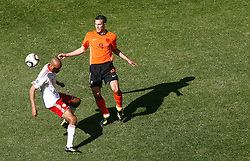 14.06.2010, Soccer City Stadium, Johannesburg, RSA, FIFA WM 2010, Niederlande vs Dänemark im Bild .Robin Van Persie of Netherlands in action with Simon Poulsen of Denmark, EXPA Pictures © 2010, PhotoCredit: EXPA/ IPS/ Mark Atkins / SPORTIDA PHOTO AGENCY