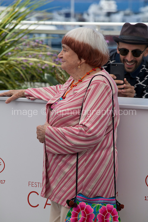 Directors JR and Agnès Varda at the Visages, Villages film photo call at the 70th Cannes Film Festival Friday 19th May 2017, Cannes, France. Photo credit: Doreen Kennedy