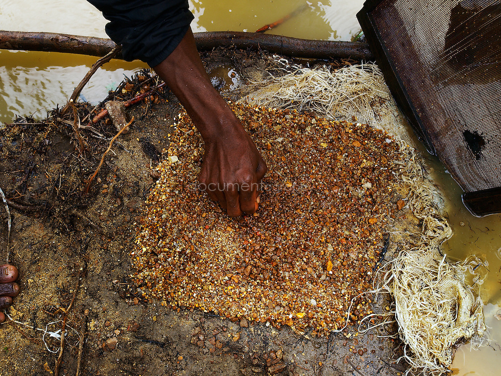 Miners searching for diamonds and gold, Manamu, Kingsville, Liberia.