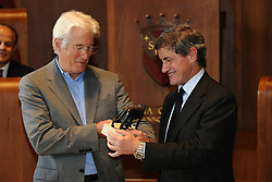 """03.11.2011, Kapitol, Rom, ITA, Lupa Capitolina an Richard Gere. Der US Schauspieler Richard Gere erhält in Anerkennung der Aktivitäten für Tibet den 'Lupa Capitolina' Preis. hier im Bild Richard GERE, Gianni ALEMANNO Major of Rome // U.S. Actor Richard GERE in Campidoglio to receive """"Lupa Capitolina"""" award for his trouble for Tibet, Rome, Italy on 03/11/2011. EXPA Pictures © 2011, PhotoCredit: EXPA/ InsideFoto/ Andrea Staccioli +++++ ATTENTION - FOR AUSTRIA/(AUT), SLOVENIA/(SLO), SERBIA/(SRB), CROATIA/(CRO), SWISS/(SUI) and SWEDEN/(SWE) CLIENT ONLY +++++"""