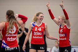 10-12-2016 NED: VC Sneek - Sliedrecht Sport, Sneek<br /> Sneek wint met 3-0 van Sliedrecht Sport / Quinta Steenbergen #14, Anniek Siebring #8 of Sneek