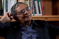 31 MAY 2010, BERLIN/GERMANY:<br /> Jagdish Natwarlal Bhagwati, indischer Oekonom und Professor fuer Politik und Wirtschaft an der Columbia University, waehrend einem Interview, Bibiothek der American Academy<br /> IMAGE: 20100531-02-005<br /> KEYWORDS: Jagdish Bhagwati, Ökonom