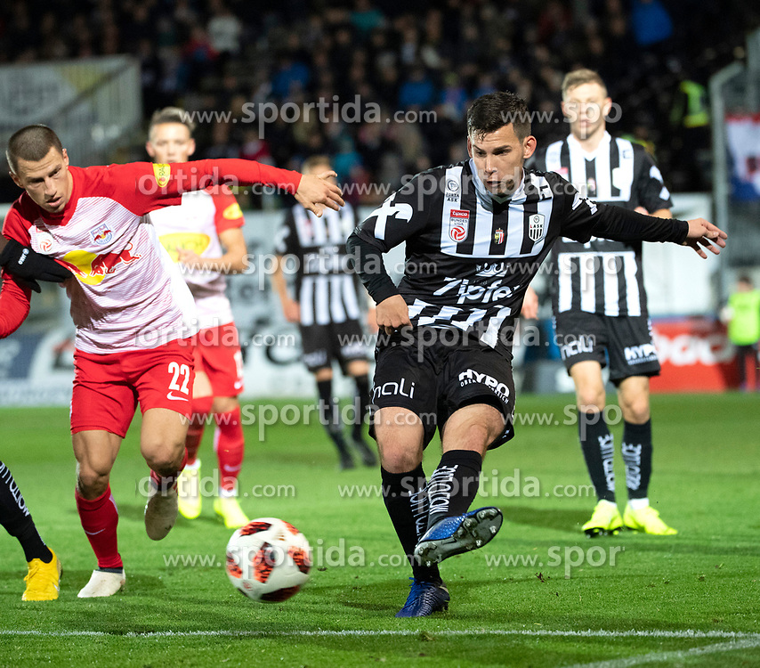 28.10.2018, TGW Arena, Pasching, AUT, 1. FBL, LASK Linz vs FC Red Bull Salzburg, Grunddurchgang, 12. Runde, im Bild v.l. Stefan Lainer (FC Red Bull Salzburg), Peter Michorl (LASK) // during the Austrian Football Bundesliga 12th round match between LASK Linz and FC Red Bull Salzburg at the TGW Arena in Pasching, Austria on 2018/10/28. EXPA Pictures © 2018, PhotoCredit: EXPA/ Reinhard Eisenbauer