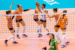 27-08-2017 NED: World Qualifications Bulgaria - Netherlands, Rotterdam<br /> De Nederlandse volleybalsters hebben in Rotterdam het kwalificatietoernooi voor het WK van volgend jaar in Japan ongeslagen afgesloten. Oranje was in z'n laatste wedstrijd met 3-0 te sterk voor Bulgarije: 25-21, 25-17, 25-23. / Lonneke Sloetjes #10 of Netherlands, Femke Stoltenborg #2 of Netherlands, Maret Balkestein-Grothues #6 of Netherlands, Myrthe Schoot #9 of Netherlands, Anne Buijs #11 of Netherlands, Yvon Belien #3 of Netherlands