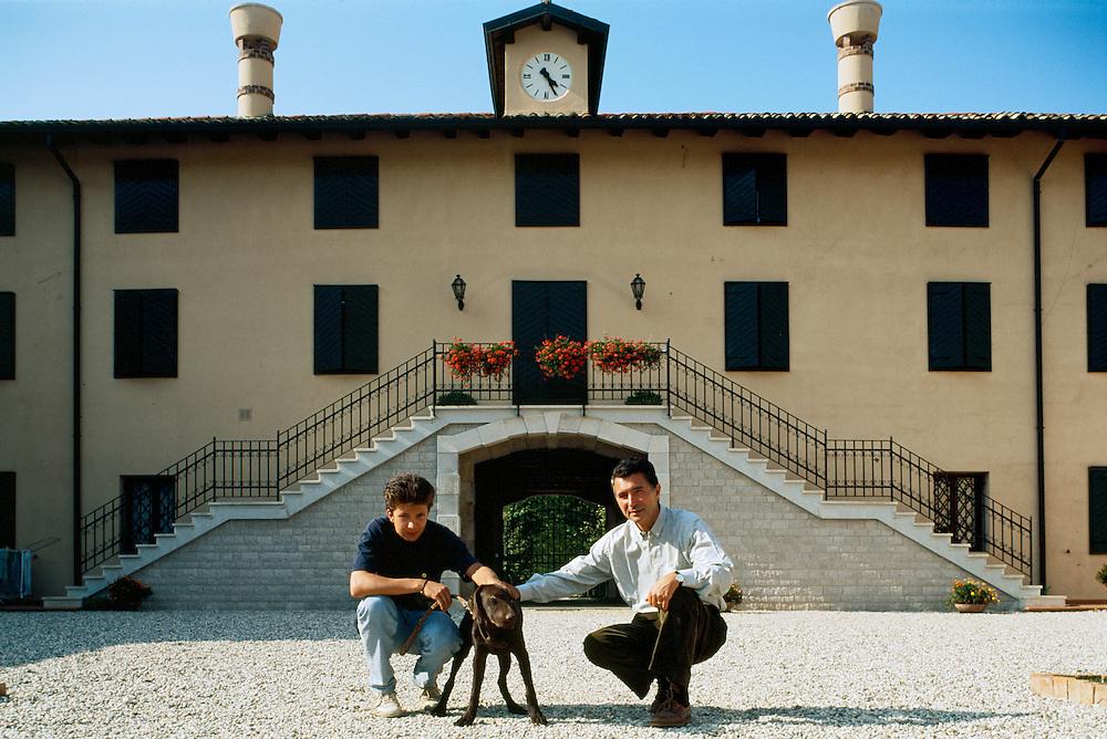 04 SEP 1991 - Terzo di Aquileia (Udine) - Gianni Zonin nella tenuta Ca' Vescovo, con il figlio Domenico