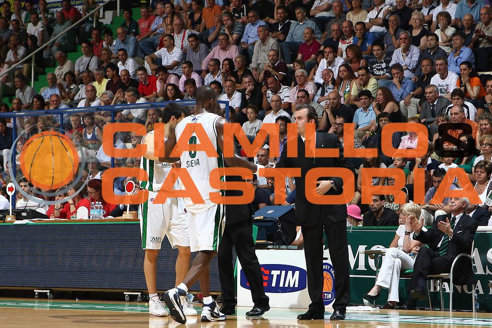 DESCRIZIONE : Siena Lega A 2008-09 Playoff Finale Gara 2 Montepaschi Siena Armani Jeans Milano<br /> GIOCATORE : Simone Pianigiani<br /> SQUADRA : Montepaschi Siena<br /> EVENTO : Campionato Lega A 2008-2009 <br /> GARA : Montepaschi Siena Armani Jeans Milano<br /> DATA : 12/06/2009<br /> CATEGORIA : coach<br /> SPORT : Pallacanestro <br /> AUTORE : Agenzia Ciamillo-Castoria/C.De Massis