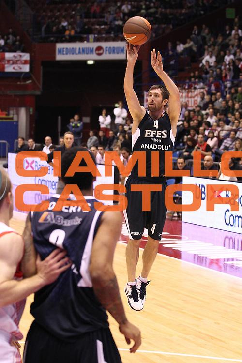DESCRIZIONE : Milano Eurolega 2010-11 Armani Jeans Milano Efes Pilsen<br /> GIOCATORE : Andrew Wisniewski<br /> SQUADRA : Efes Pilsen<br /> EVENTO : Eurolega 2010-2011<br /> GARA : Armani Jeans Milano Efes Pilsen<br /> DATA : 08/12/2010<br /> CATEGORIA : Tiro Three Points<br /> SPORT : Pallacanestro <br /> AUTORE : Agenzia Ciamillo-Castoria/G.Cottini<br /> Galleria : Eurolega 2010-2011<br /> Fotonotizia : Milano Eurolega Euroleague 2010-11 Armani Jeans Milano Efes Pilsen<br /> Predefinita :