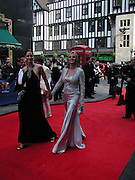 Trinny Woodall and Suzannah Constantine, TV Bafta Awards, London Palladium. 13 April 2003. © Copyright Photograph by Dafydd Jones 66 Stockwell Park Rd. London SW9 0DA Tel 020 7733 0108 www.dafjones.com