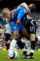 Photo: Ed Godden.<br />Chelsea v Everton. The Barclays Premiership. 17/04/2006.<br />Chelsea's Claude Makalele (R) and Leon Osman battle.