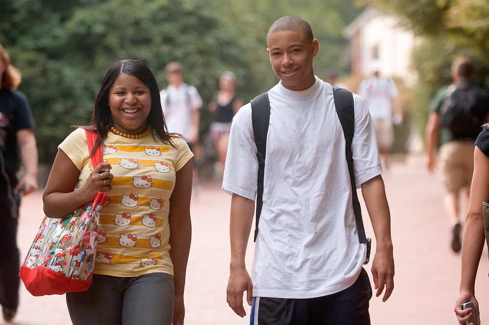 18363Students On Campus Fall 2007..Aisha Upton and Mario McLin