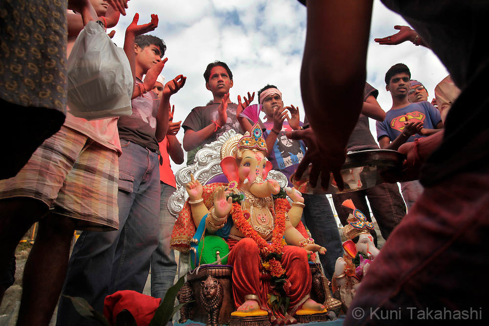 Hindu devotees worship a ganesha idle prior to immersing it into the sea in Mumbai, India on Sep 12, 2010 on the 2nd day of Ganpati festival. The 10-day hindu festival, celebrating the birthday of Lord Ganesha who is widely worshiped as the god of wisdom, prosperity and good fortune, attracts tens of thousands people..Photo by Kuni Takahashi