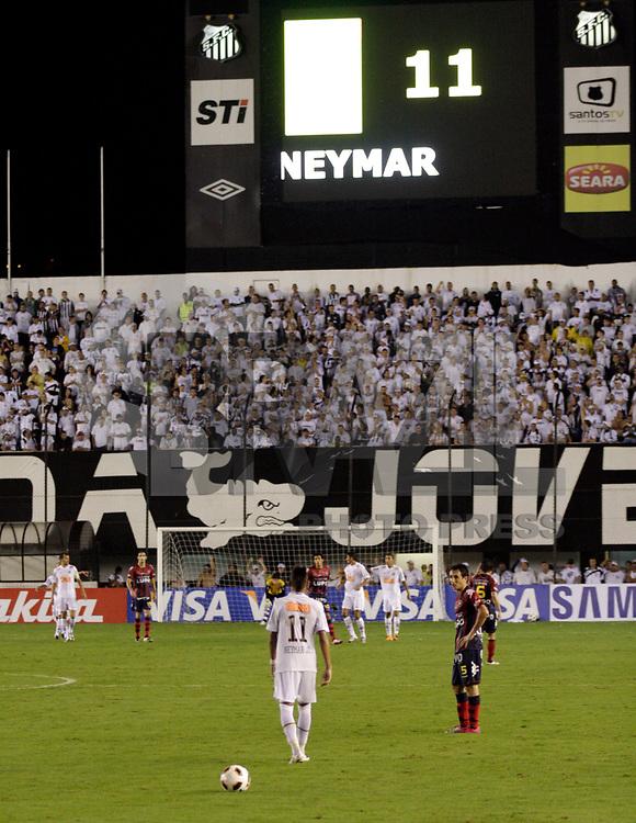 SANTOS,SP,02 DE MARÇO 2011 - COPA SANTANDER LIBERTADORES 2011 -SANTOS (BRA) x CERRO PORTEÑO (PAR)  - Neymar durante partida Santos (bra) x Cerro Porteño (par) válido pela Copa Santander Libertadores no Estádio Urbano Caldeira (Vila Belmiro) no liotral paulista. (FOTO: ALE VIANNA / NEWS FREE).