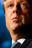 DEN BOSCH - D66-voorman Alexander Pechtold stopt ermee. Hij vertrekt als voorzitter van de fractie in de Tweede Kamer. Dat maakte Pechtold bekend op het najaarscongres van zijn partij in Congrescentrum Brabanthallen.D66-voorman Alexander Pechtold stopt ermee. Hij vertrekt als voorzitter van de fractie in de Tweede Kamer. De fractie zal dinsdag een opvolger kiezen, maakte Pechtold bekend op het najaarscongres van zijn partij in Den Bosch.  copyright robin utrecht