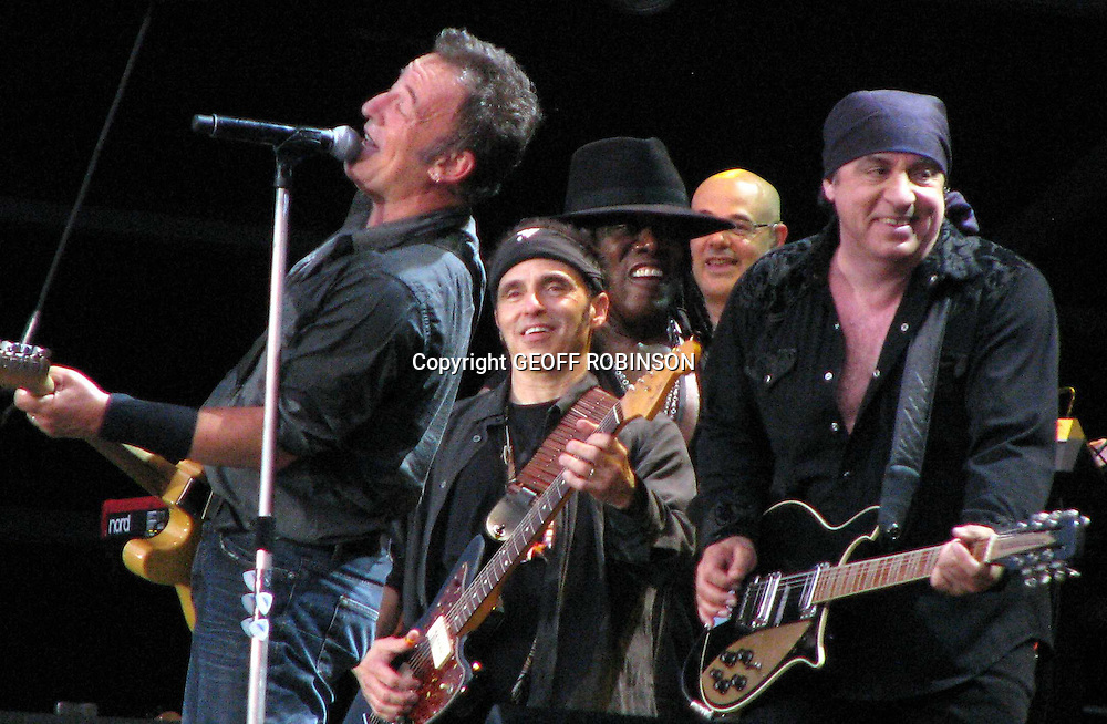 PIC BY GEOFF ROBINSON PHOTOGRAPHY 07976 880732...BRUCE SPRINGSTEEN AT HYDE PARK,LONDON.28 JUNE-2009.