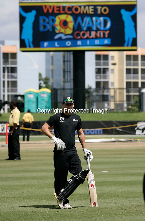 Nathan McCullum during a warm up. New Zealand Black Caps v Sri Lanka, international exhibition Twenty 20 cricket match, Central Broward Regional Park, Florida, United States of America. 23 May 2010. Photo: Barry Bland/PHOTOSPORT