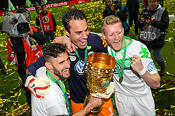 30.05.2015, Olympiastadion, Berlin, GER, DFB Pokal, Borussia Dortmund vs VfL Wolfsburg, Finale, im Bild l-r: Daniel Caligiuri #7 (VfL Wolfsburg), Diego Benaglio #1 (VfL Wolfsburg), Andre Schuerrle #17 (VfL Wolfsburg) // during German DFB Pokal Final match between Borussia Dortmund and VfL Wolfsburg at the Olympiastadion in Berlin, Germany on 2015/05/30. EXPA Pictures © 2015, PhotoCredit: EXPA/ Eibner-Pressefoto/ Kolbert<br /> <br /> *****ATTENTION - OUT of GER*****