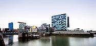 Europa, Deutschland, Duesseldorf, der Medienhafen, rechts das Hyatt Regency Hotel.<br /> <br /> Europe, Germany, Duesseldorf, the Medienhafen (Media harbour), on the right the Hyatt Regency Hotel.