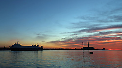 © Licensed to London News Pictures. 13/04/2016. Sunrise seen this morning over the Thames at Gravesend in Kent. Credit : Rob Powell/LNP