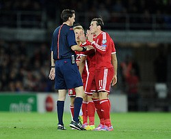 Wales Gareth Bale confronts Referee Manuel Grafe on Wales Andy King sending off. - Photo mandatory by-line: Alex James/JMP - Mobile: 07966 386802 - 13/10/2014 - SPORT - Football - Cardiff - Cardiff City Stadium - Wales v Cyprus - EURO 2016 Qualifiers