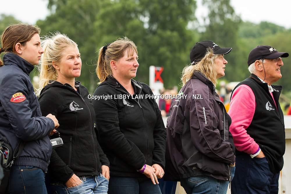 NZL-Jonelle Richards with Robin Salmon, Frances Stead; Leigh Miller and Samantha Felton, await fellow NZL-Andrew Nicholson's dressage score (and it is all smiles when he moves into 3RD position after the Dressage): 2013 GER-DHL Luhmühlen International Horse Trial (Friday 14 June) CREDIT: Libby Law  COPYRIGHT: LIBBY LAW PHOTOGRAPHY - NZL