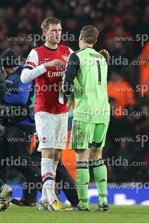 19.02.2013, Emirates Stadion, London, ENG, UEFA Champions League, FC Arsenal vs FC Bayern Muenchen, Achtelfinale Hinspiel, im Bild, Per MERTESACKER (FC Arsenal London - 4) und Manuel NEUER (Torwart, Torhueter FC Bayern Muenchen - 1) liegen sich in den Armen // during the UEFA Champions League last sixteen first leg match between Arsenal FC and FC Bayern Munich at the Emirates Stadium, London, Great Britain on 2013/02/19. EXPA Pictures © 2013, PhotoCredit: EXPA/ Eibner/ Gerry Schmit..***** ATTENTION - OUT OF GER *****