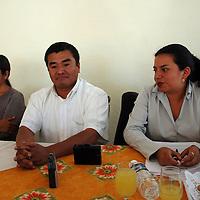 Toluca, Mex.- Gilberto Maldonado Morales, director del Movimiento Antorchista del Valle de Toluca, Iris Serrano Hernández, vocera y Ana Claudia García dieron a conocer que el día jueves encabezarán una marcha en la ciudad de Toluca para exigirle al gobierno del estado les de solución a las demandas que ya habían acordado para los municipios de Sultepec, Atlacomulco e Ixtlauaca. Agencia MVT / José Hernández. (DIGITAL)<br /> <br /> <br /> <br /> NO ARCHIVAR - NO ARCHIVE