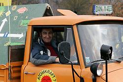 Auch Cem Özdemir (Grüne) beteiligt sich an der bundesweiten Anti-Atom-Kundgebung in Splietau bei Dannenberg im Wendland. 50.000 Menschen protestieren friedlich gegen die Atompolitik der schwarz-gelben Regierung. Im Bild: Cem Özdemir von der Partei Die Grünen<br /> <br /> Ort: Splietau<br /> Copyright: Karin Behr<br /> Quelle: PubliXviewinG