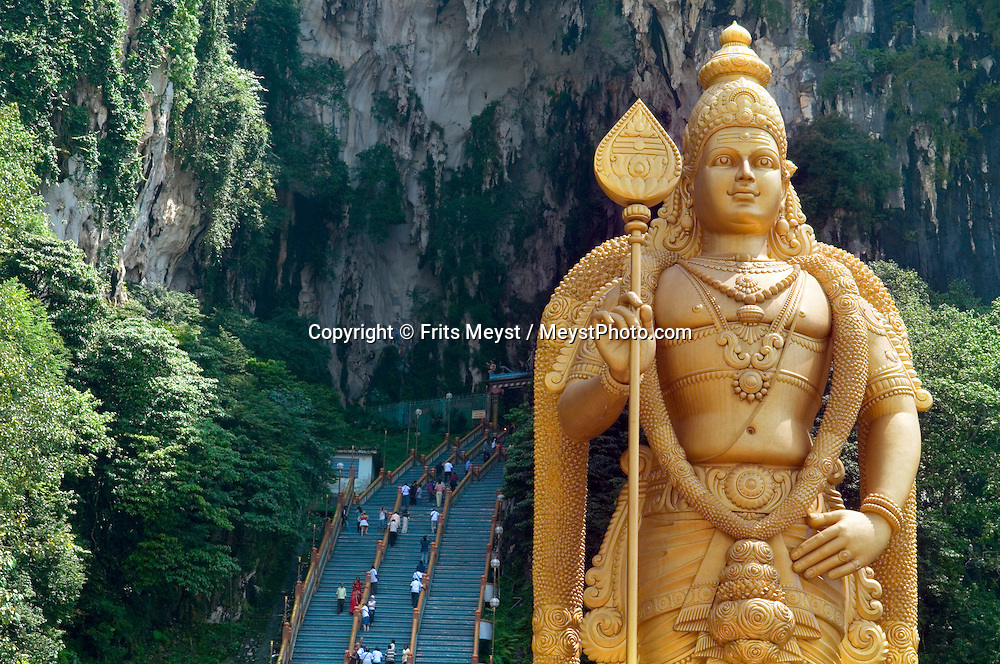 Malaysia, October 2010. Hindu people come to worship at the shrines in the Batu caves just outside Kuala Lumpur. The limestone caves have only been found 100 years ago and are now a major place of pilgrimage for hindu's. Photo by Frits Meyst/Adventure4ever.com
