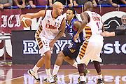 DESCRIZIONE : Venezia campionato serie A 2013/14 Reyer Venezia EA7 Olimpia Milano <br /> GIOCATORE : Andre Smith<br /> CATEGORIA : palleggio controcampo<br /> SQUADRA : Reyer Venezia<br /> EVENTO : Campionato serie A 2013/14<br /> GARA : Reyer Venezia EA7 Olimpia<br /> DATA : 28/11/2013<br /> SPORT : Pallacanestro <br /> AUTORE : Agenzia Ciamillo-Castoria/A.Scaroni<br /> Galleria : Lega Basket A 2013-2014  <br /> Fotonotizia : Venezia campionato serie A 2013/14 Reyer Venezia EA7 Olimpia  <br /> Predefinita :
