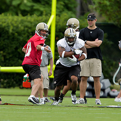 05 June 2009: Saints backup quarterback Mark Brunell (11) hands off to undrafted rookie running back Herb Donaldson (40) during the New Orleans Saints Minicamp held at the team's practice facility in Metairie, Louisiana.