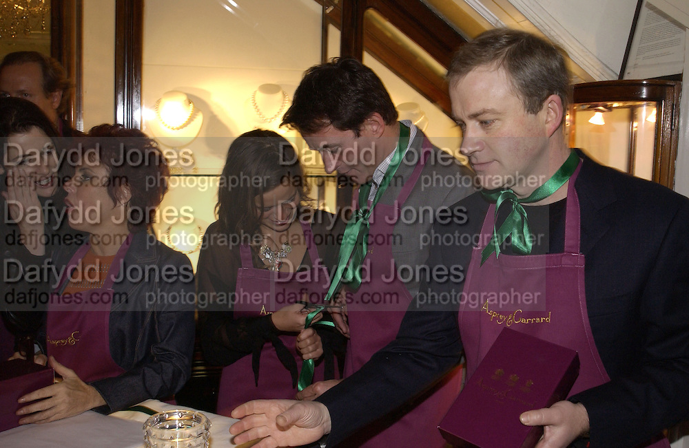 Nigella Lawson, Ruby Wax, Tim Jeffries, Jade Jagger and Harry enfield. Charity sale of the last ever sale at Asprey and Garrard. New Bond St. London. 15/1/02© Copyright Photograph by Dafydd Jones 66 Stockwell Park Rd. London SW9 0DA Tel 020 7733 0108 www.dafjones.com
