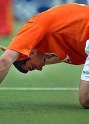 05-06-2005 HOCKEY: FINALE PLAYOFFS: BLOEMENDAAL-ORANJE ZWART: BLOEMENDAAL<br /> De hockeyers van Oranje Zwart zijn voor het eerst in hun bestaan landskampioen geworden. De Eindhovense club klopte Bloemendaal in het beslissende play-off-duel met 3-1 / <br /> Steven van Wijk kreeg een bal op zijn hoofd en moest hevig bloedend het veld verlaten<br /> ©2005-WWW.FOTOHOOGENDOORN.NL