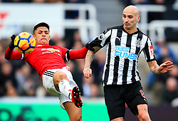 Alexis Sanchez of Manchester United battles with Jonjo Shelvey of Newcastle United - Mandatory by-line: Matt McNulty/JMP - 11/02/2018 - FOOTBALL - St James Park - Newcastle upon Tyne, England - Newcastle United v Manchester United - Premier League