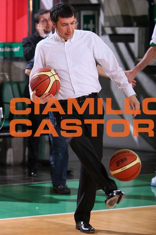 DESCRIZIONE : Treviso Lega A1 2007-08 Benetton Treviso Montepaschi Siena <br /> GIOCATORE : Luca Banchi <br /> SQUADRA : Montepaschi Siena <br /> EVENTO : Campionato Lega A1 2007-2008 <br /> GARA : Benetton Treviso Montepaschi Siena <br /> DATA : 22/03/2008 <br /> CATEGORIA : Ritratto Curiosita <br /> SPORT : Pallacanestro <br /> AUTORE : Agenzia Ciamillo-Castoria/S.Silvestri