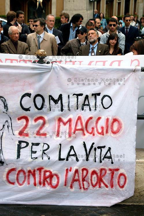 Roma 22 Maggio 2008.Manifestazione contro la legge 194 sull'aborto, del Comitato 22 Maggio per la vita contro l'aborto ,in piazza Montecitorio..Rome, May 22, 2008.Demonstration against the law 194 on abortion, the Committee on May 22 for life against abortion, in Piazza Montecitorio