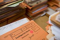 02 SEP 2008, BERLIN/GERMANY:<br /> Akte in der Geschaeftsstelle des Sozialgerichts Berlin. Hier werden Streitfaelle betreffend Hartz IV, Sozialhilfe u.s.w. bearbeitet, Sozialgericht Berlin<br /> IMAGE: 20080902-01-009<br /> KEYWORDS: Akten, Unterlagen, Rechtsstreit