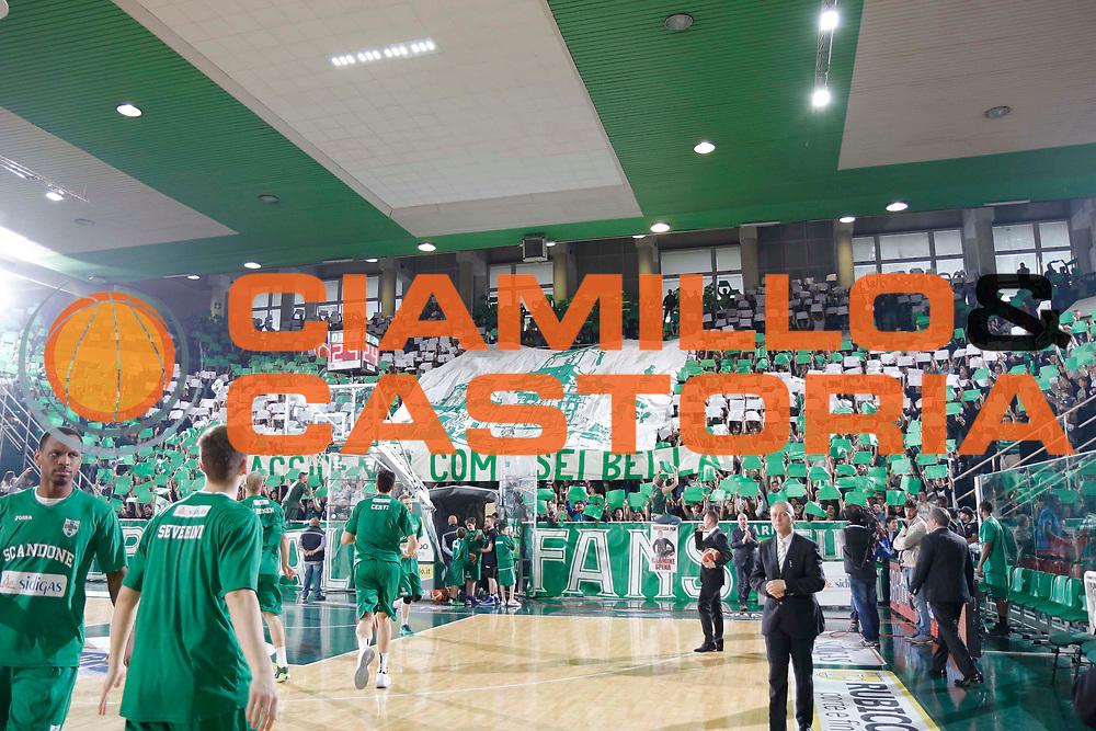 Avellino 07.05.2016<br /> Basket Serie A - Playoff Gara 1<br /> Sidigas Avellino - Giorgio Tesi Group Pistoia<br /> <br /> Nella foto: tifosi Avellino