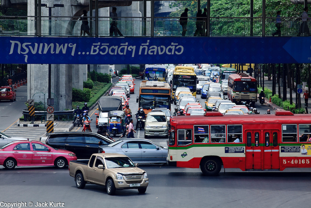 18 MARCH 2009 -- BANGKOK, THAILAND:  Traffic passes from east to west on Phloenchit while south to north traffic waits at a light on Ratchadamri to cross Phloenchit in Bangkok, Thailand. Photo By Jack Kurtz
