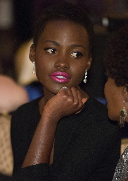 Actress Lupti Nyong'o sits during the White House Correspondents' Association Dinner in Washington on May 3, 2014.      REUTERS/Joshua Roberts    (UNITED STATES)