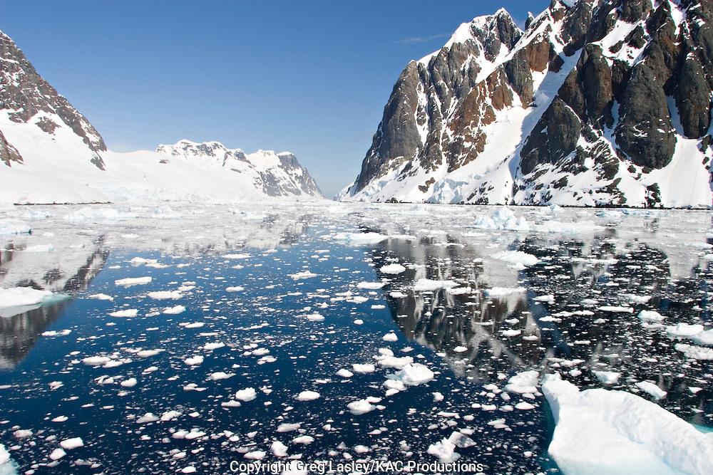 Lemaire Channel.Antarctica.25 December 2003