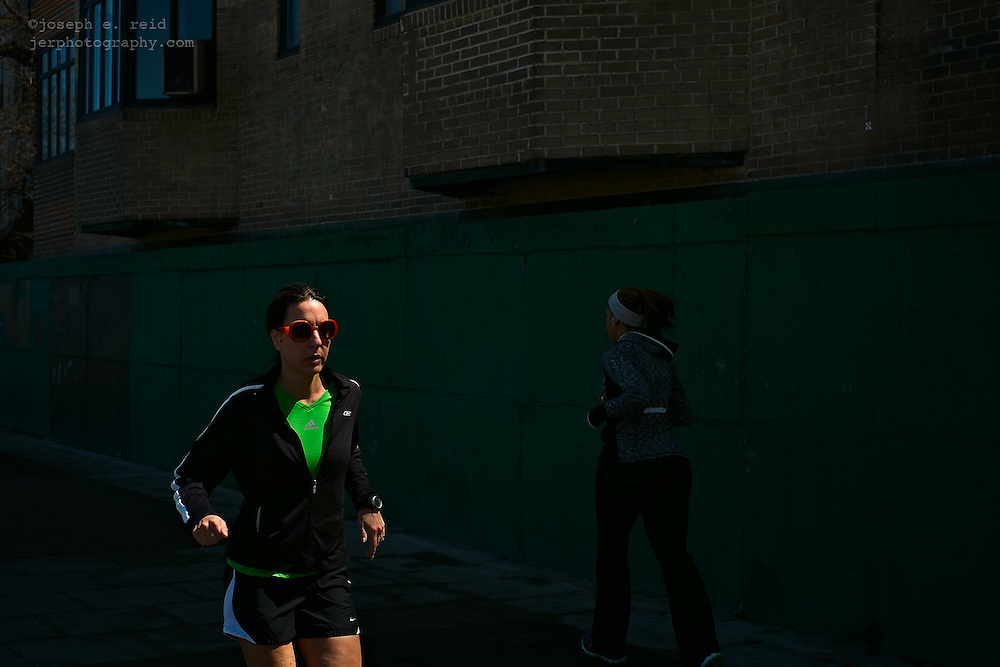 Joggers on Brooklyn Heights Promenade, Brooklyn, NY, US
