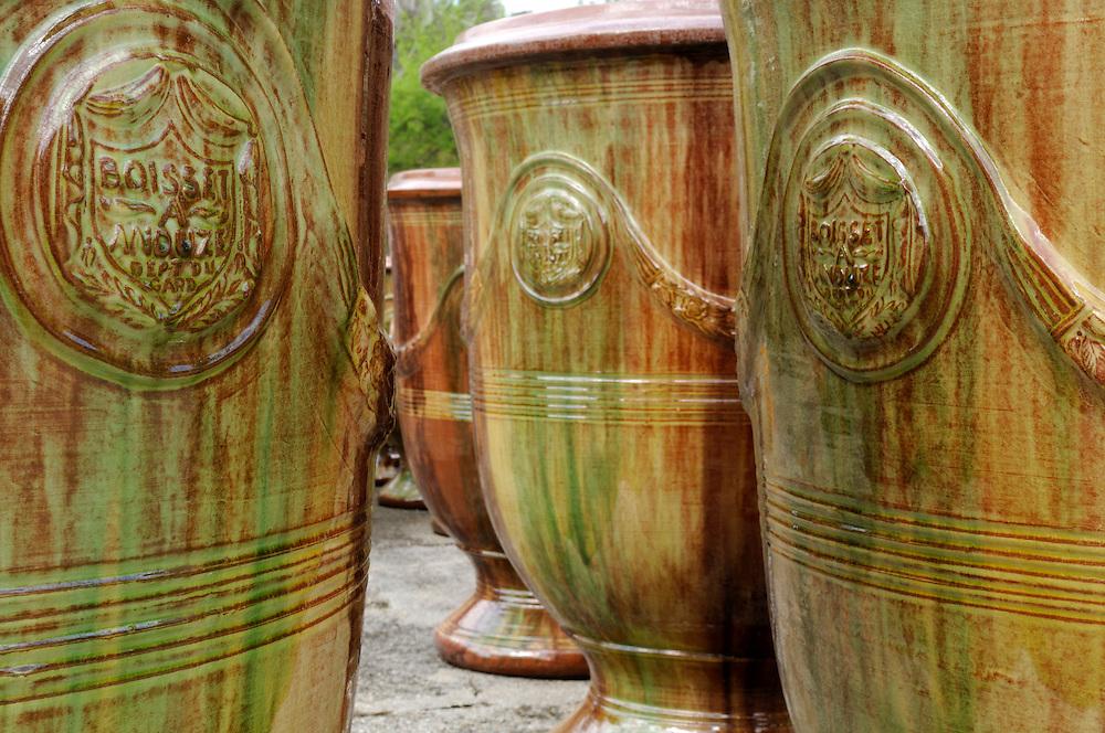 """France, Languedoc Roussillon, Gard (30), Anduze, vases d'Anduze, poterie Les Enfants de Boisset, """"entreprise du patrimoine vivant"""""""