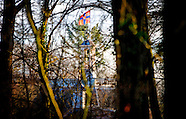 De onderscheidingsvlag van prinses Beatrix wappert op kasteel Drakensteyn in Lage Vuursche