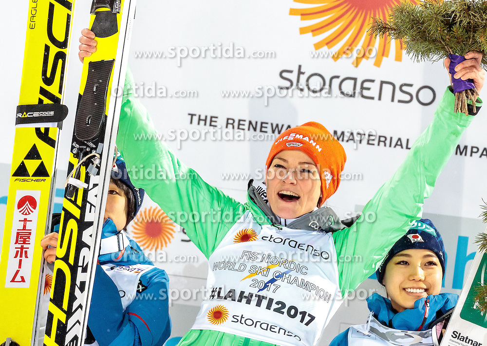 24.02.2017, Lahti, FIN, FIS Weltmeisterschaften Ski Nordisch, Lahti 2017, Damen Skisprung, Flower Zeremonie, im Bild Silbermedaillengewinnerin Yuki Ito (JPN), Goldmedaillengewinnerin Carina Vogt (GER), Brozemedaillengewinnerin Sara Takanashi (JPN) // Silkvermedalist Yuki Ito of Japan Goldmedalist Carina Vogt of Germany Bronze Medalist Sara Takanashi of Japan during Flower Ceremony of the Ladies Skijumping Competition of FIS Nordic Ski World Championships 2017. Lahti, Finland on 2017/02/24. EXPA Pictures © 2017, PhotoCredit: EXPA/ JFK