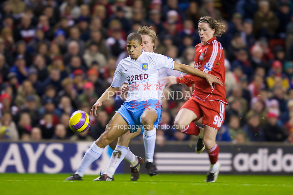 LIVERPOOL, ENGLAND - Monday, January 21, 2008: Liverpool's Fernando Torres in action against Aston Villa during the Premiership match at Anfield. (Photo by David Rawcliffe/Propaganda)