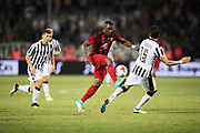 THESSALONIKI, GREKLAND - AUGUSTI 17: Alhaji Gero of Oestersunds FK och Jos&eacute; &Aacute;ngel Crespo of PAOK Saloniki FC under UEFA Europa League Qualifying Play-Offs round first leg match mellan PAOK Saloniki och &Ouml;stersunds FK p&aring; Toumba Stadium, August 17, 2017 i Thessaloniki, Grekland. Foto: Nils Petter Nilsson/Ombrello<br /> ***BETALBILD***