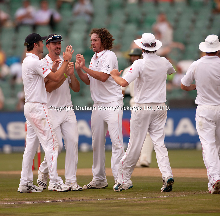 Ryan Sidebottom celebrates dismissing Graeme Smith during the fourth and final Test Match between South Africa and England at the Wanderers Stadium, Johannesburg. Photograph © Graham Morris/cricketpix.com (Tel: +44 (0)20 8969 4192; Email: sales@cricketpix.com)
