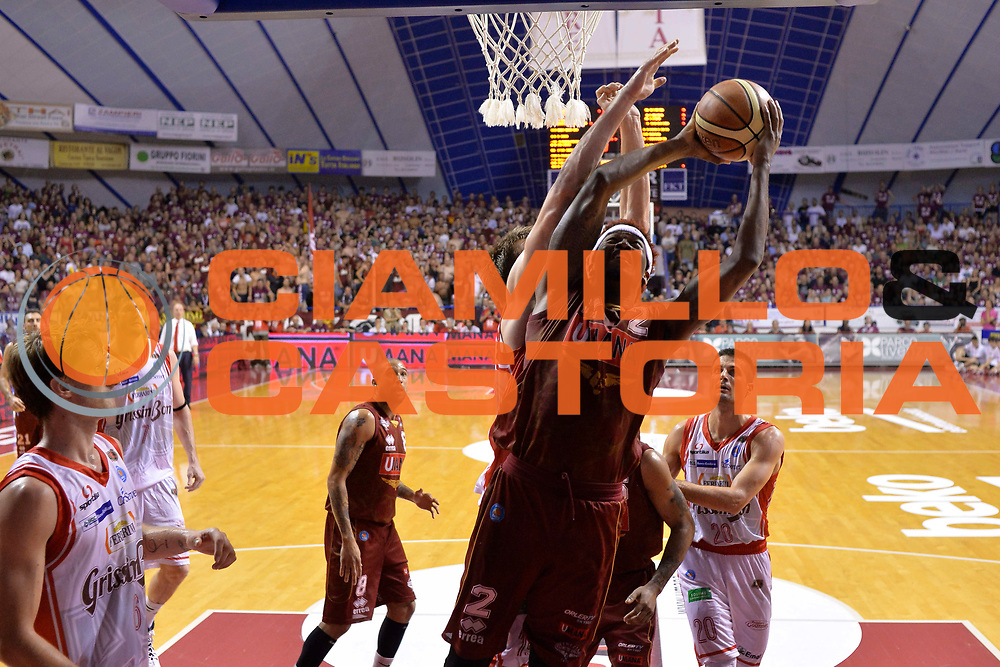 DESCRIZIONE : Venezia Lega A 2014-15 Umana Venezia-Grissin Bon Reggio Emilia  playoff Semifinale gara 7<br /> GIOCATORE :Stone Julyan<br /> CATEGORIA :  Low Special Tiro<br /> SQUADRA : Umana Venezia<br /> EVENTO : LegaBasket Serie A Beko 2014/2015<br /> GARA : Umana Venezia-Grissin Bon Reggio Emilia playoff Semifinale gara 7<br /> DATA : 11/06/2015 <br /> SPORT : Pallacanestro <br /> AUTORE : Agenzia Ciamillo-Castoria /Richard Morgano<br /> Galleria : Lega Basket A 2014-2015 Fotonotizia : Reggio Emilia Lega A 2014-15 Umana Venezia-Grissin Bon Reggio Emilia playoff Semifinale gara 7<br /> Predefinita :